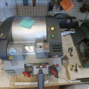 Key Cutting machine